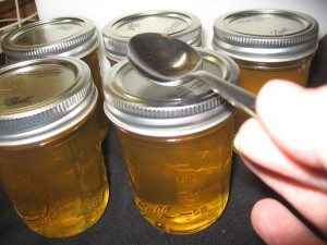 How to test for sealed canning jars using a spoon